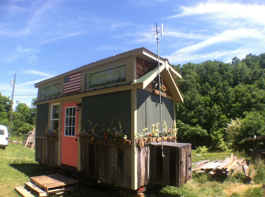 Off Grid Contracting Tiny house projects